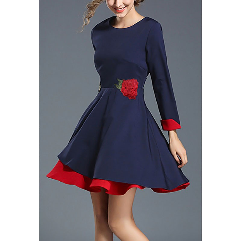 Официална рокля синя с бродерия